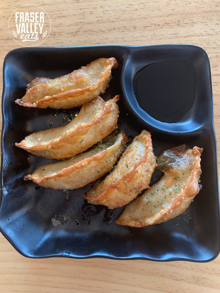 5 gyozas with dipping sauce